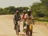 10-12-17_rowerzysci_angolscy_w_drodze_do_cuvelai_ns